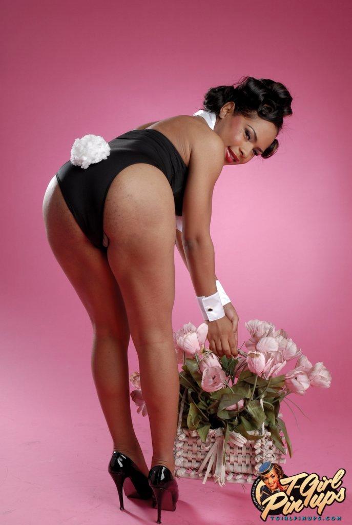 Beautiful Ebony T Girl Nody Nadia Exposing Her Cute Hole