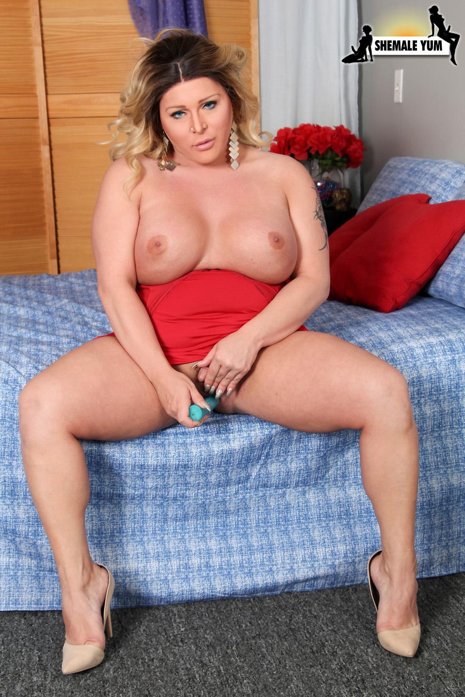 Curvy Nikki Miraj Stroke's Her Cock!