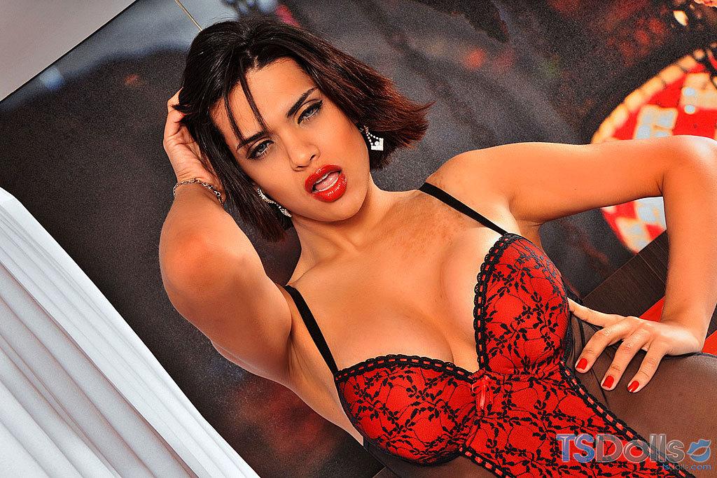 Fantastic Ladyboy Thayna Louzada Striptease