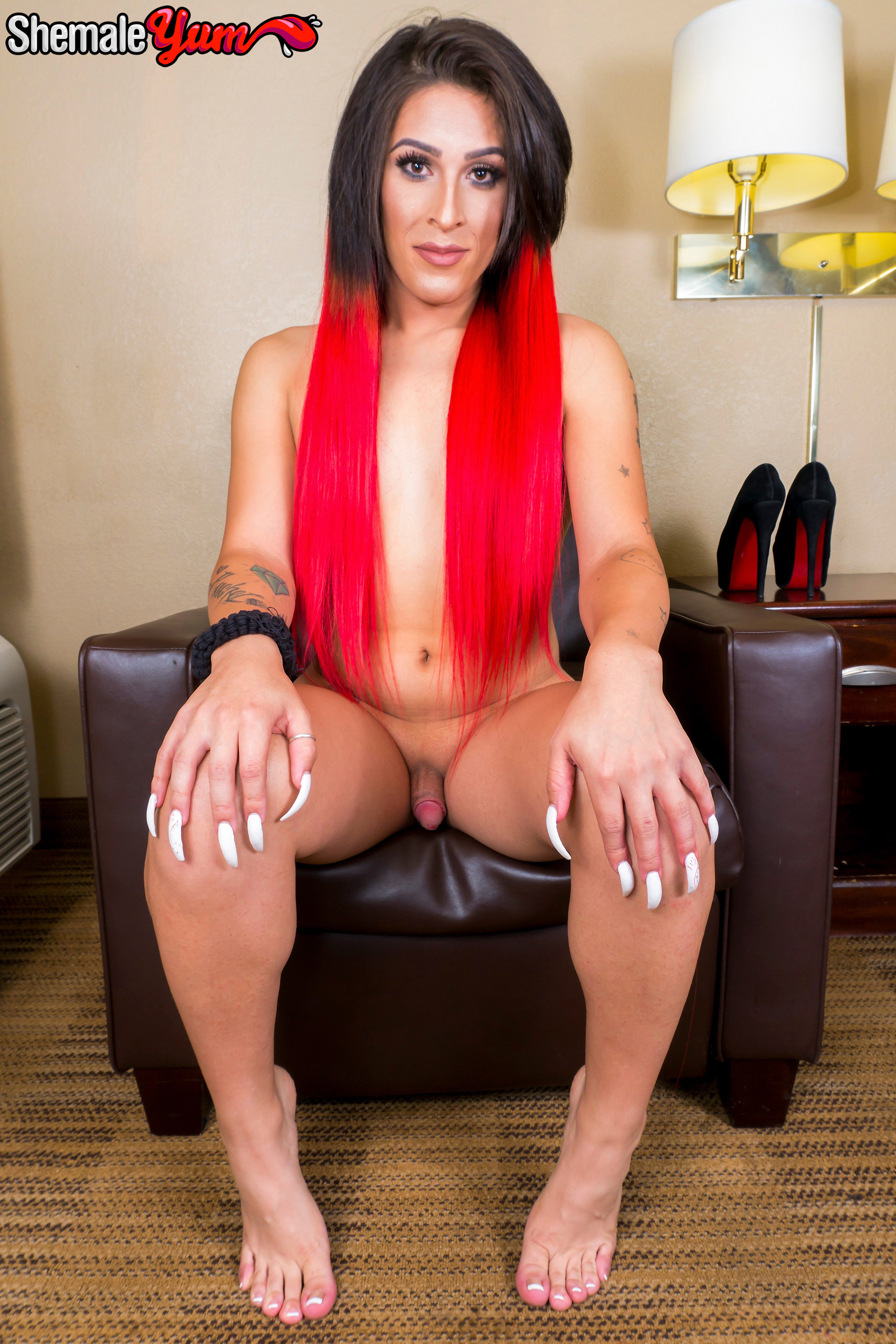 Flirtatious Delishous Rubs Her Cock!