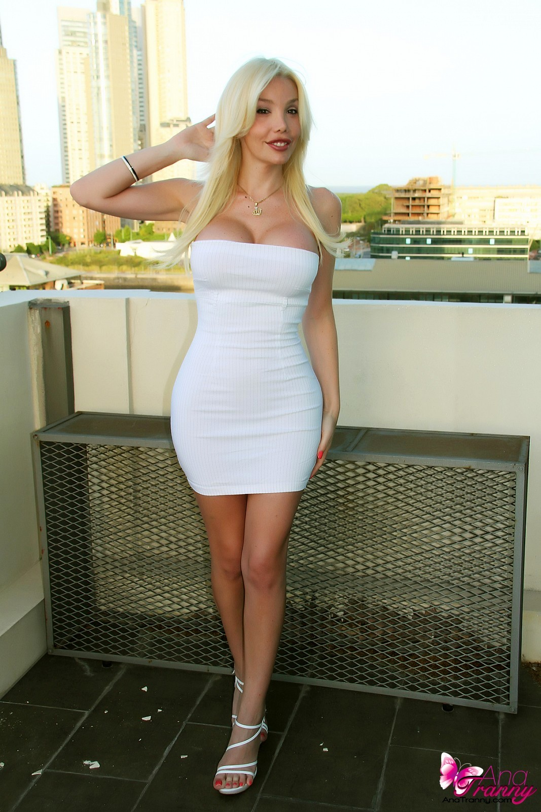 Flirtatious T-Girl Ana Mancini In Unbelievable Tight Dress