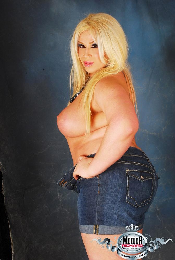 Glamourous BBW Transexual Monica Richard