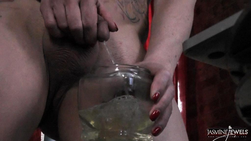 Horny Jasmine Stroke's And Pees