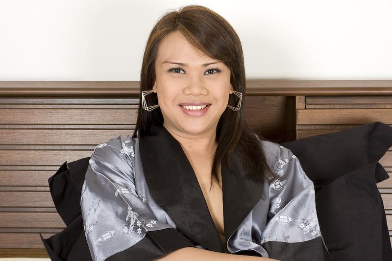 Huge Booty Transexual Dao Rub's Her Tool In A Kimono