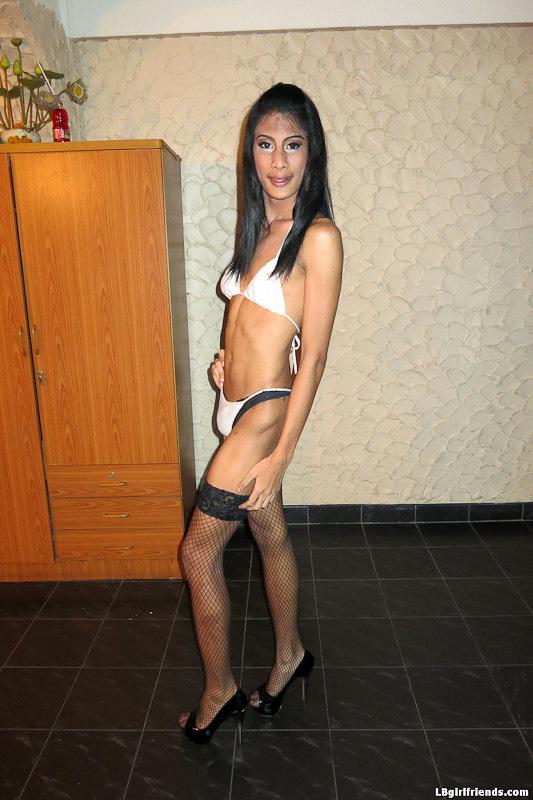 Hung Femboy Bargirl Bew Barebacks With Customer