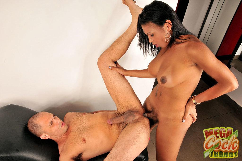 Hung T-Girl Andreia De Oliveira Banging