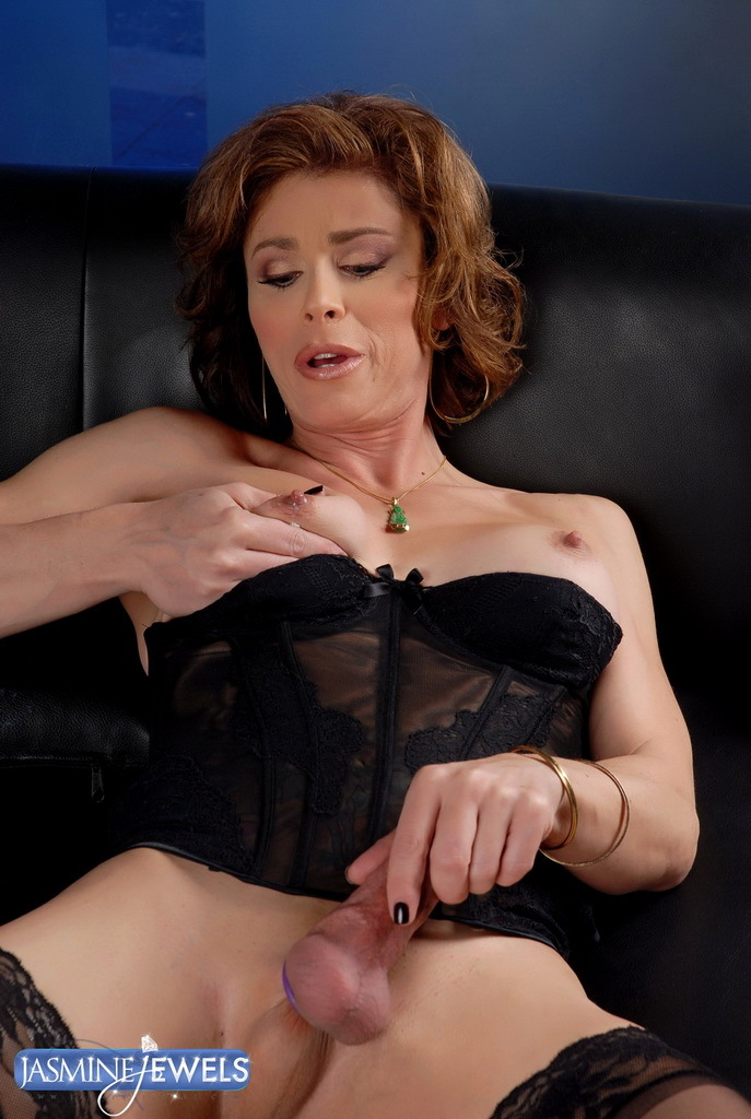 Hungry Transsexual MILF Exposing Her Huge Dick