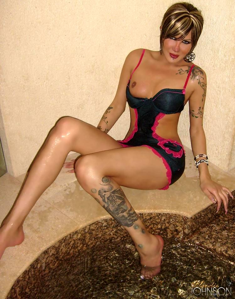 Inked Up Tgirl Relaxes Nude In Her Jucuzzi