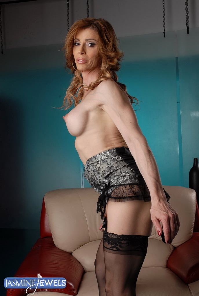Irresistible TMILF Jasmine Jewels Wanking Off