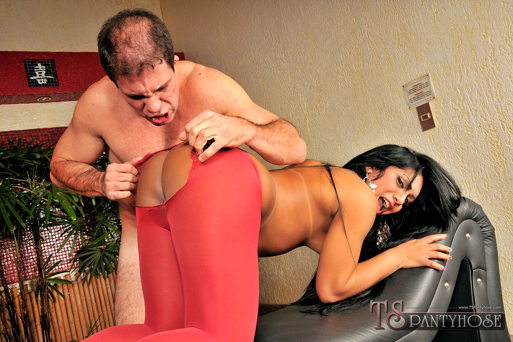 Phat TGirl Ass-Hole Banged In Ripped Pantyhose