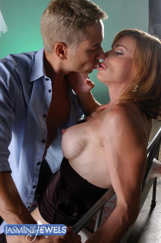 Pretty Mature T-Girl Jasmine Having Her Birthday Sex