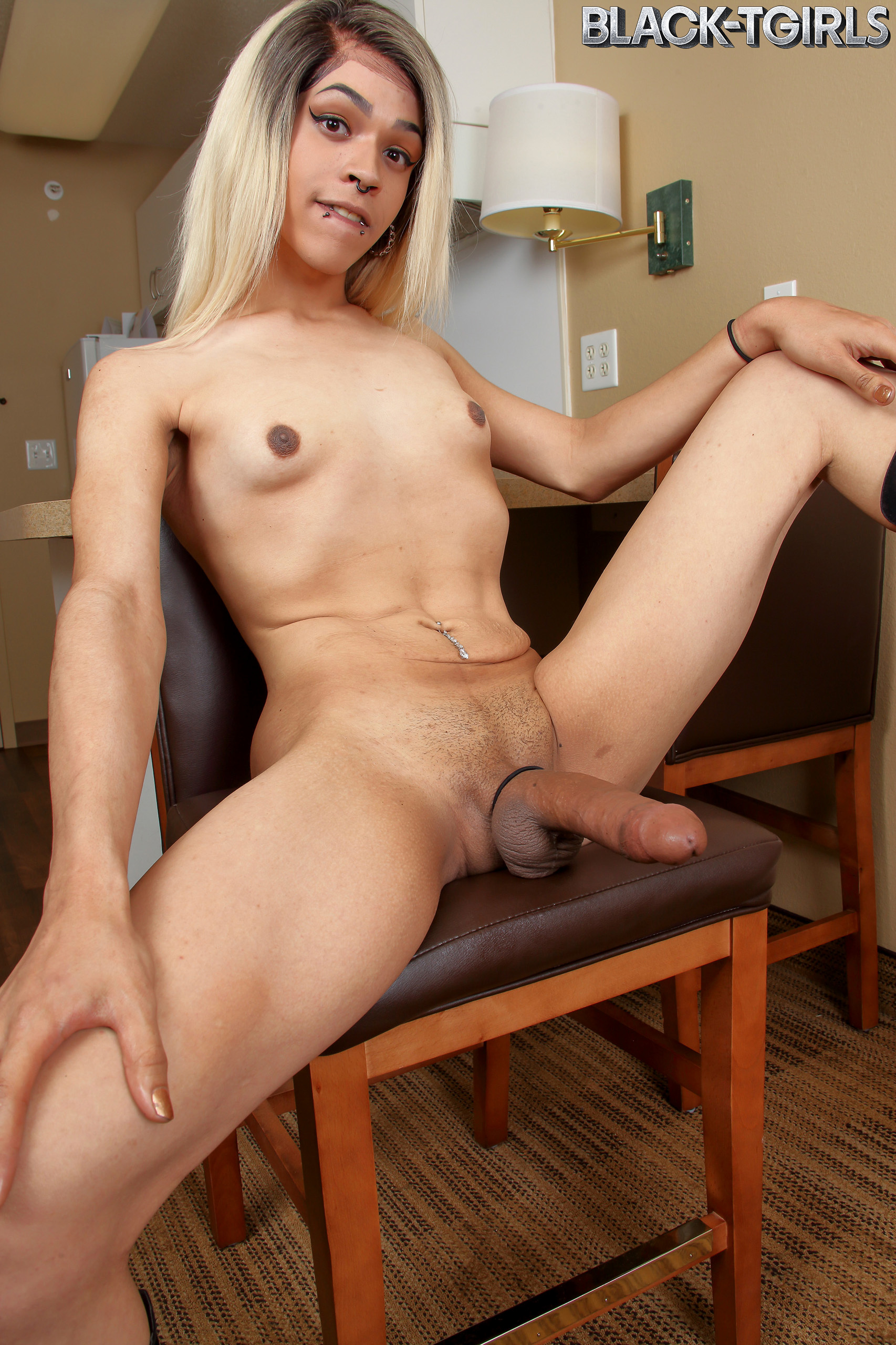 Raven Babe Jerks And Cums!