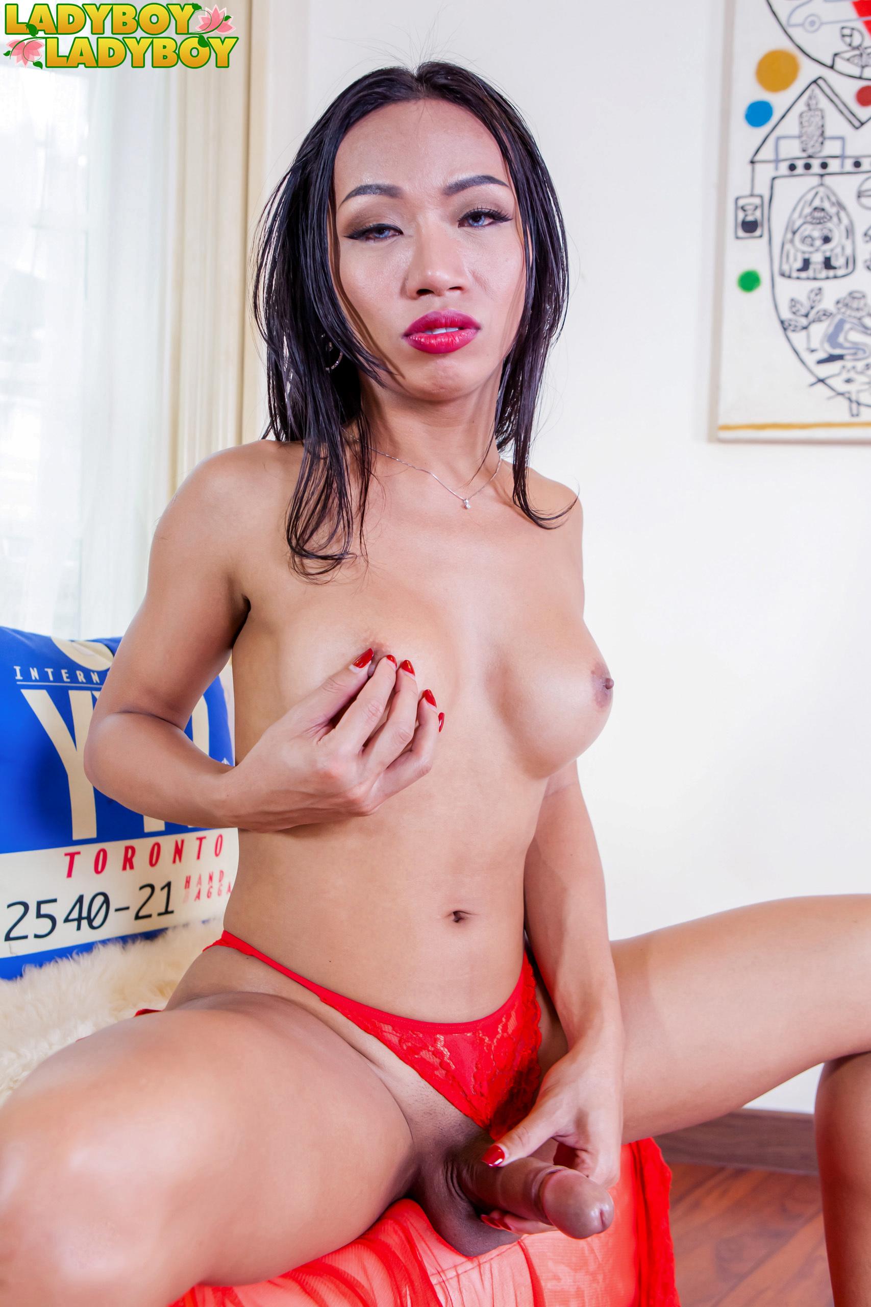 Red Suggestive Sindy Cums!
