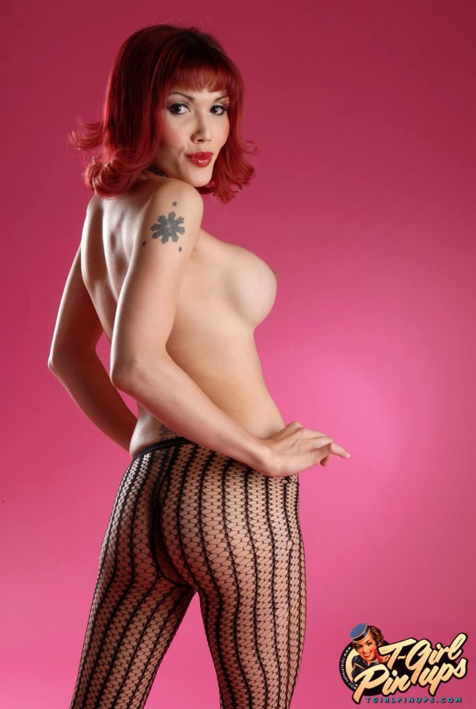 Seductive TS Eva Lin Posing Her Attractive Arousing Body