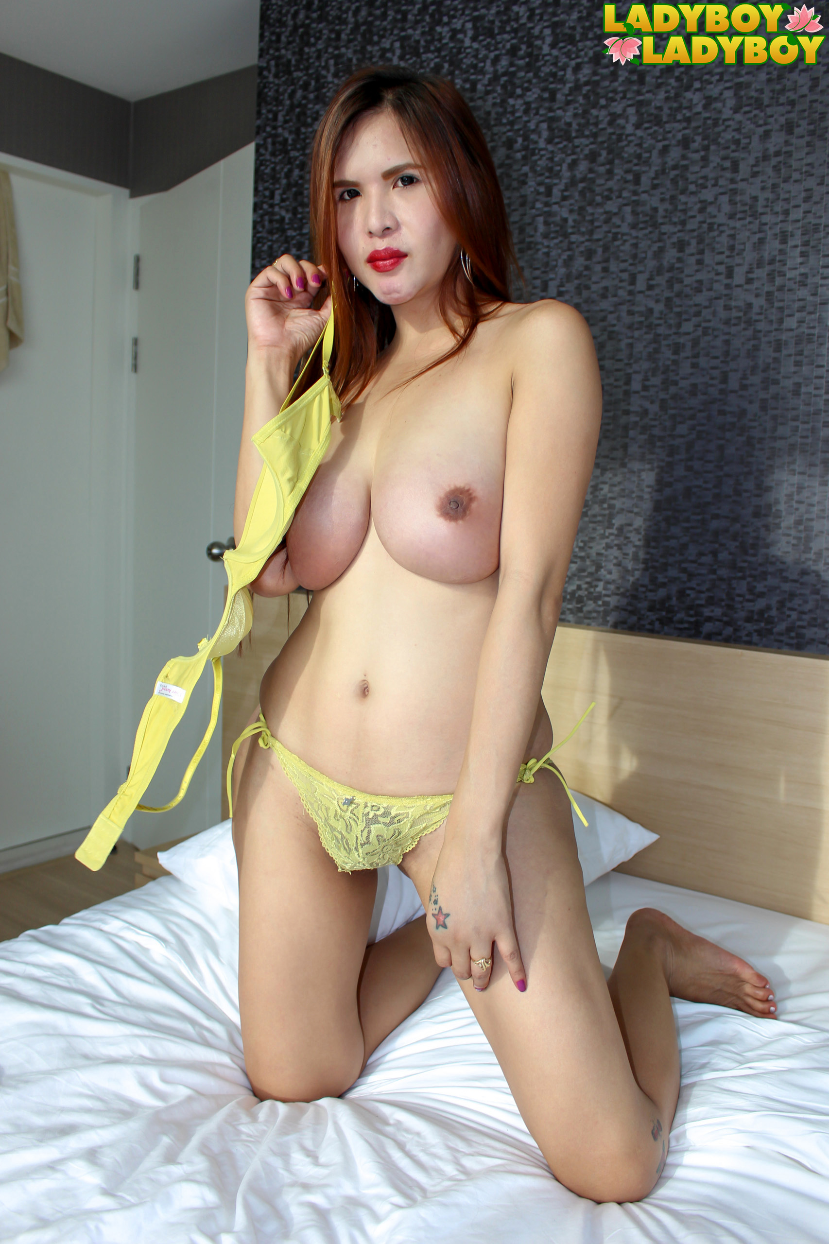 Shainne, Incredible In Yellow Lingerie!