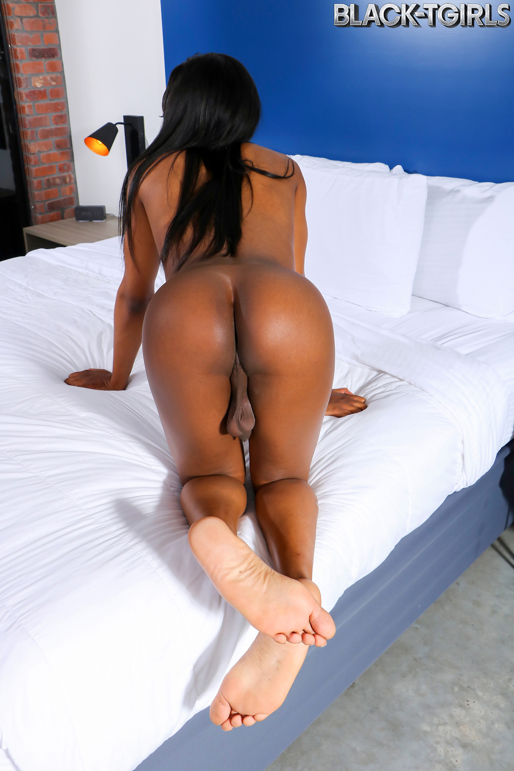 Starved Ariel Smith Ejaculates For You!