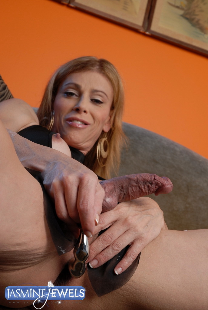 Starved TMILF Playing With Her Magic Rubber Toy