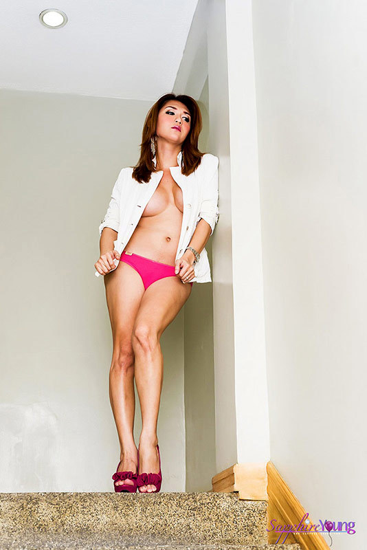 Thai T-Girl Beauty Nude In The Stairway