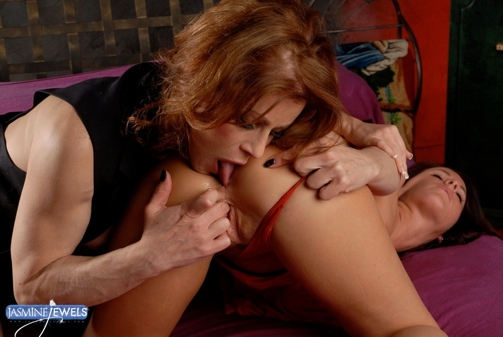 TMILF Jasmine Playing With A Spicy Pussy Asshole