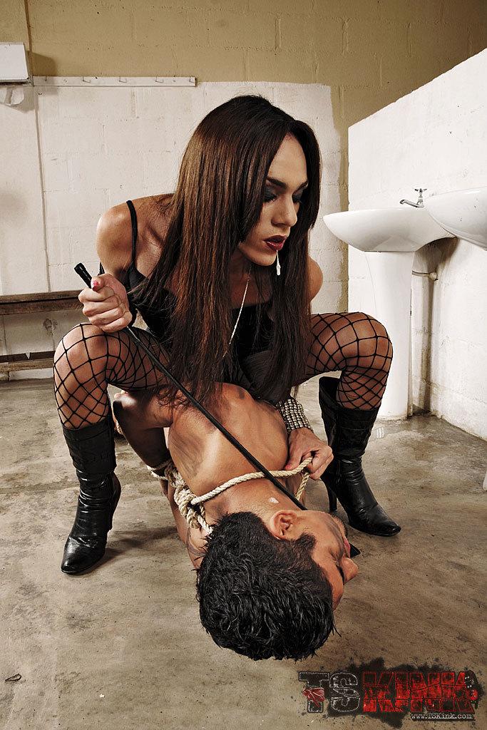 Tranny Domme Isabeli Killer In Action