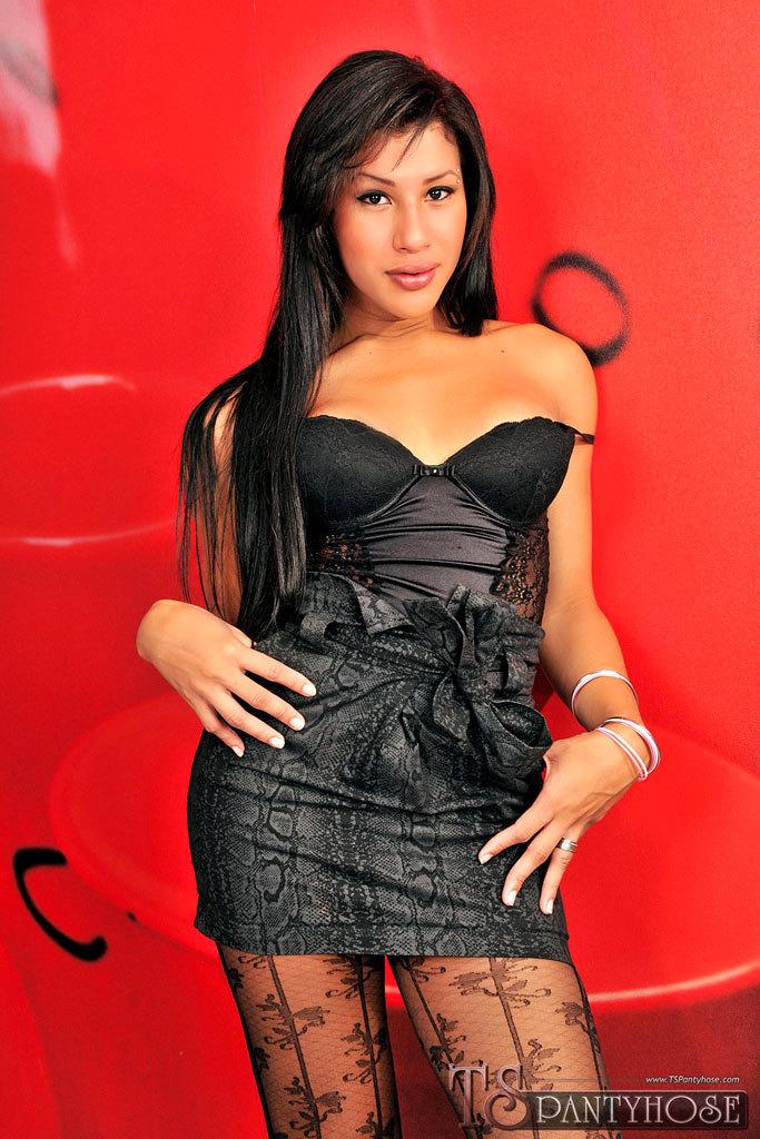 Transexual Gabriella De Carvalho Banging In Nylons