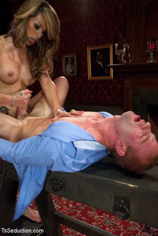 Transsexual Shooting Spunk Load: New Comer Chriselle Flashes Off Her Tool