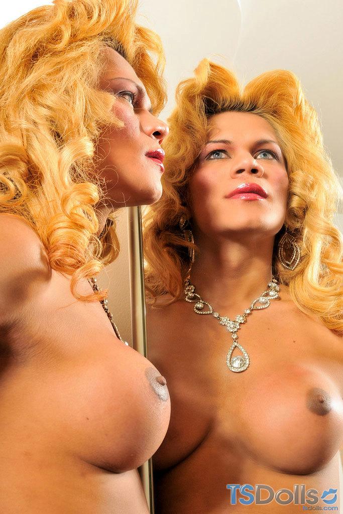 TS Mel Pinheiro Makes Her Cock Sperm