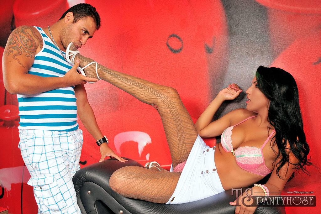 TS Tamarah Camargo Eating Dick And Banging