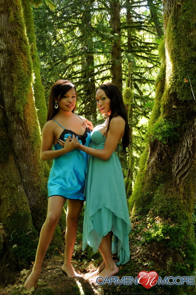 Voluptuous Carmen Posing With Mia On A Mystical Tree