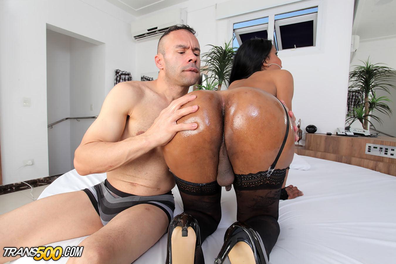 Watch Gorgeous Ladyboy Mirella Arango Take In Enormous Cock!