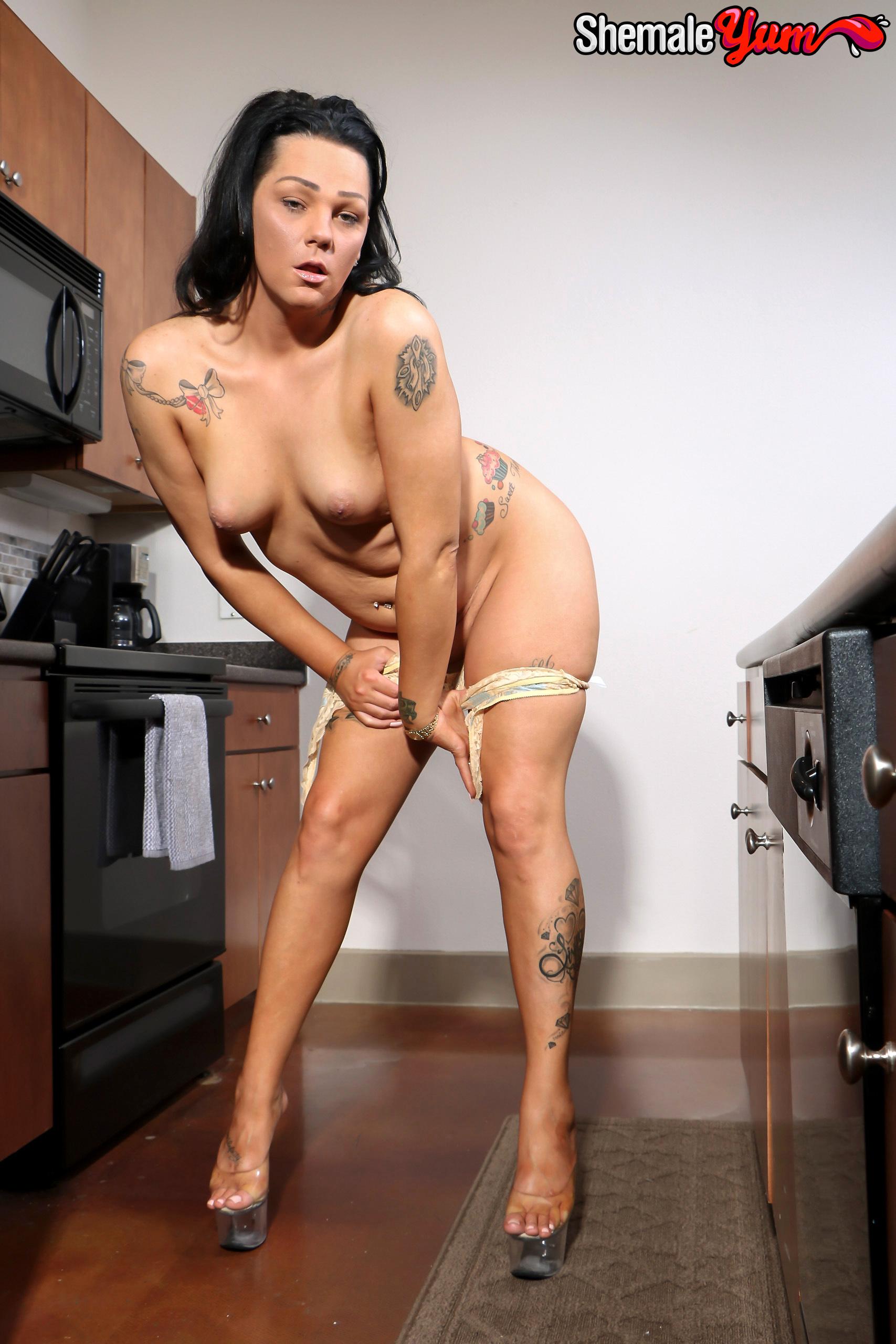 Arousing Carmen Bitonti Puts Her Tool On The Table!