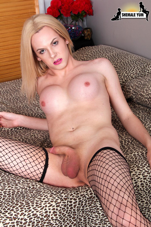Hot Blonde Cayla Sky Jacks Her Cock!