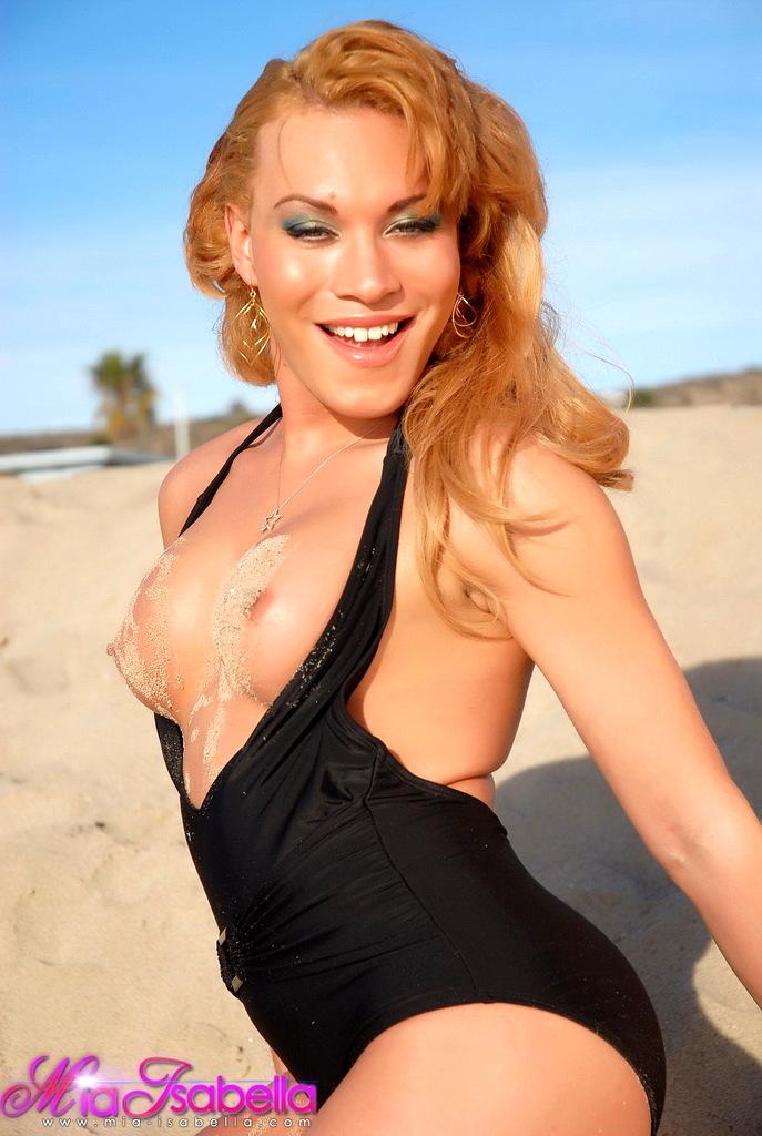 Irresistible Mia Isabella Posing Kissable Outdoors