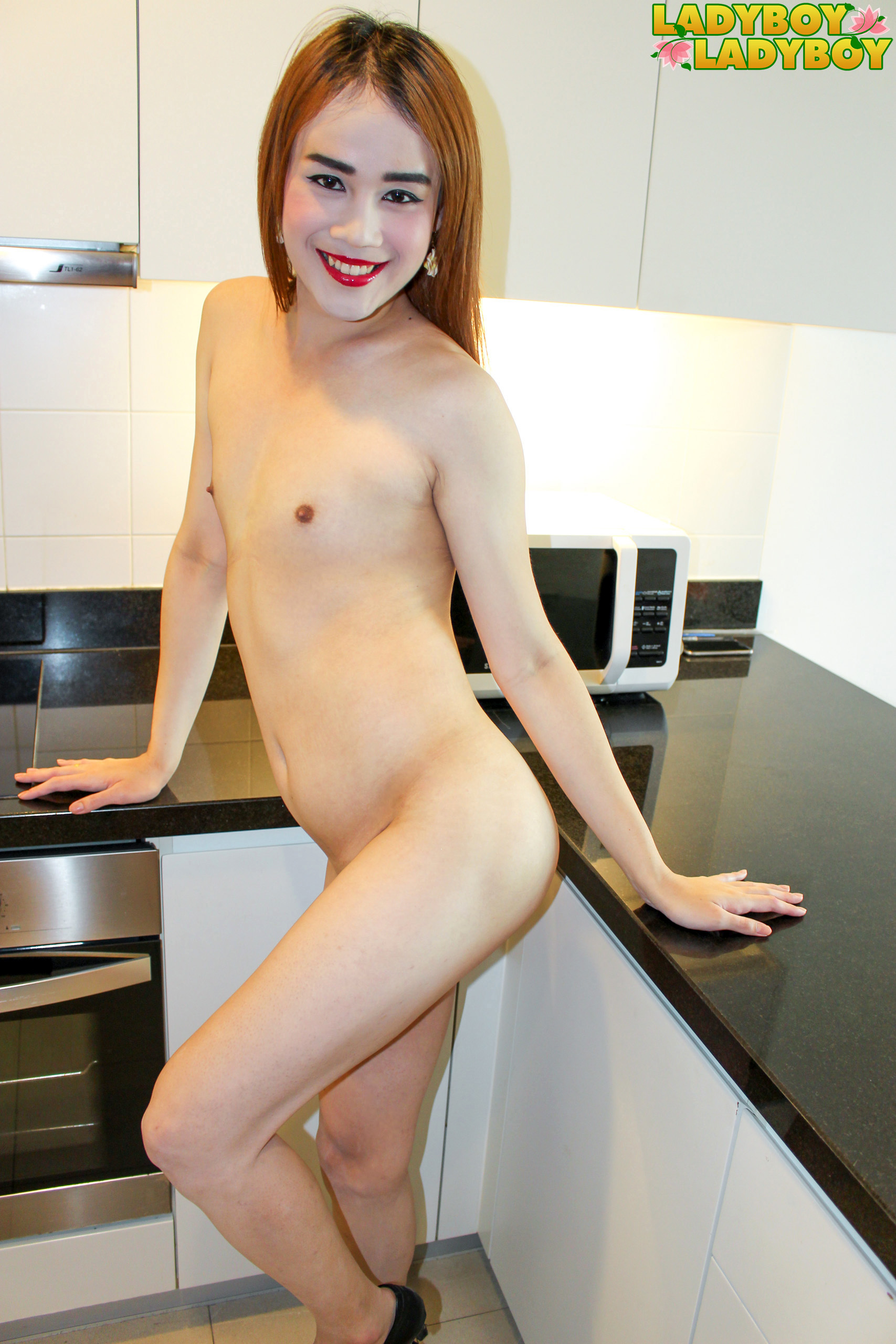 Moo's Flirtatious Kitchen Solo!