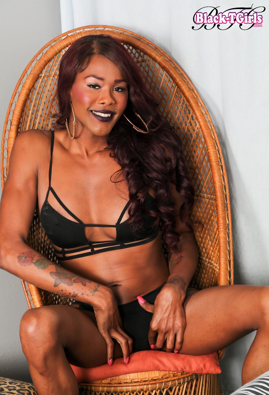 Seductive Ebony TS Coco Has A Racy Slim Body With Delicio