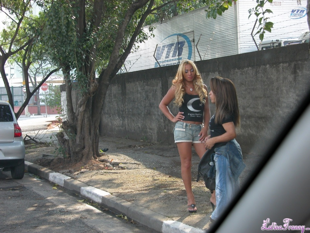 Street TGirl And Midget. Beautiful