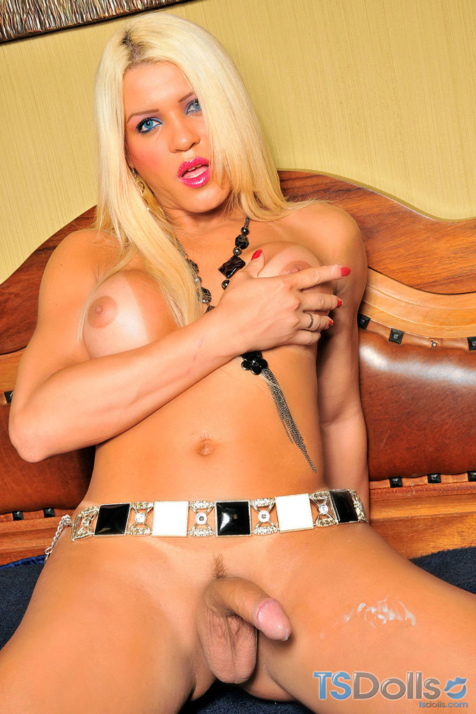 TS Doll Nicole Valentin Strokes Off