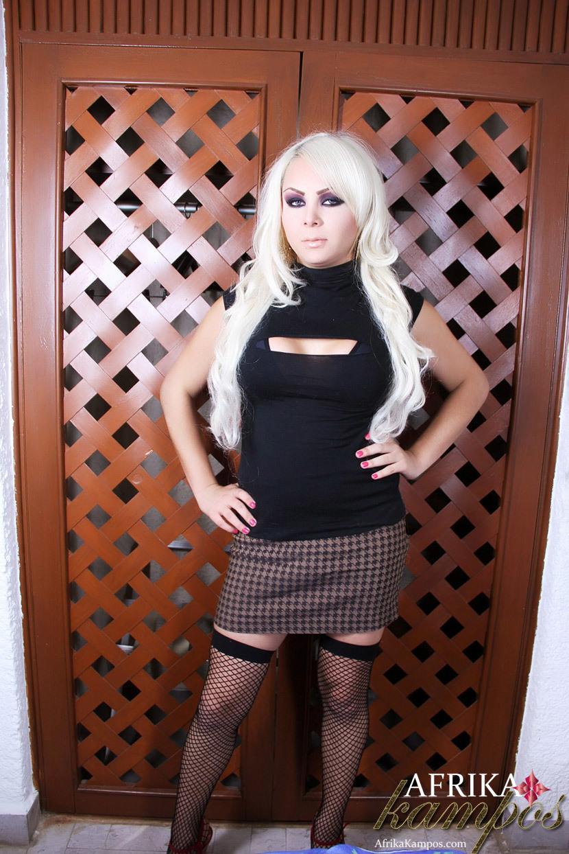 Young Blonde Tranny Puts Her Dick Thru The Door